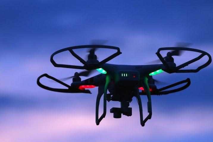 İspanya'da Polis Dışarıda Gezenleri Dronelar İle Uyarıyor